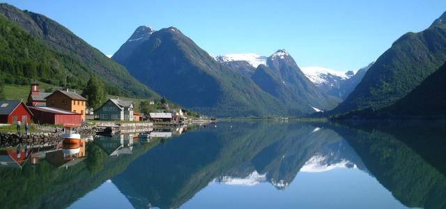 Bienvenue sur mon nouveau blog de voyage ! La Norvège m'attend d'un pas impatient. Cette fois dans le nord-européen, le froid printemps des pays nordiques m'accueillera du 1er au 6 […]